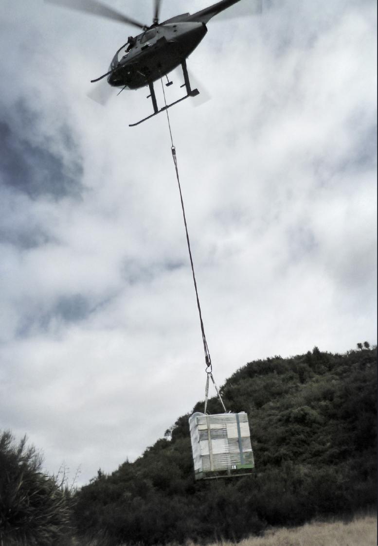 麦卢卡蜂蜜——直升机投放蜂箱