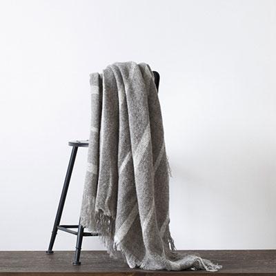 羊毛围巾怎么保养?值得珍藏的羊毛围巾保养方式