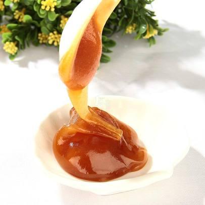 新西兰卡瑞蜂蜜被勺子舀出来