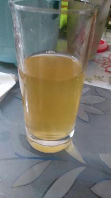 玻璃杯装新西兰卡瑞蜂蜜水