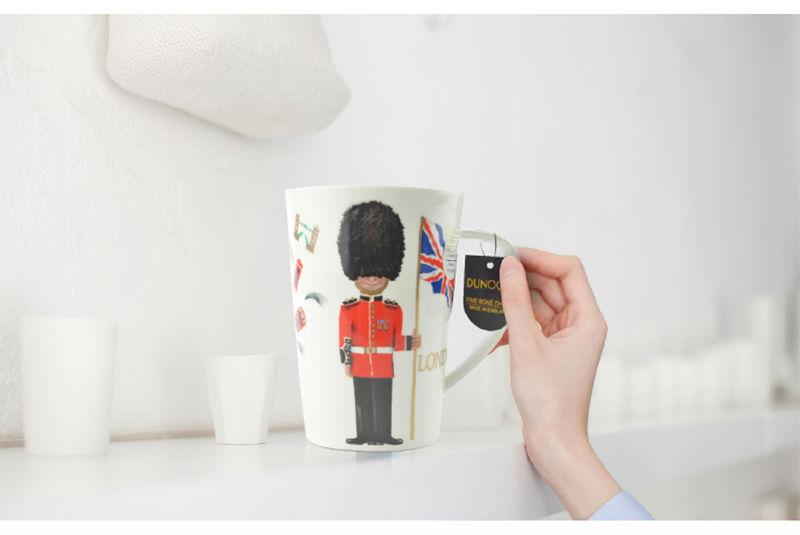 英国原产dunoon丹侬骨瓷杯马克杯伦敦卫兵情境图