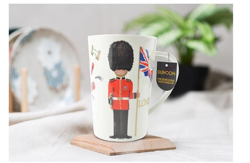 英国丹侬Dunoon骨瓷水杯马克杯茶杯伦敦卫兵骨瓷杯情境图