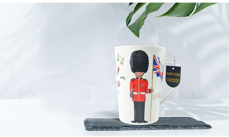 英国丹侬Dunoon骨瓷水杯马克杯茶杯伦敦卫兵杯子情景图